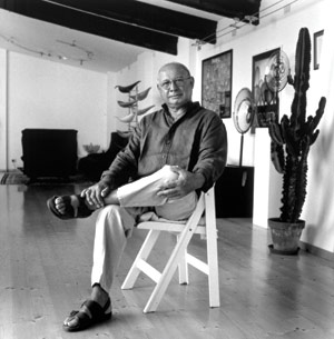 Lino Tagliapietra in his Murano studio around 1998. Photo by Francesco Barasciutti.