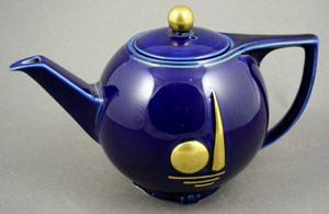Hall China Co. produced this teapot exclusively for sale at the 1939 New York World's Fair. The decoration represents the fair's Perisphere and Trylon. Image courtesy Kaminski Auctions and LiveAuctioneers.com Archive.