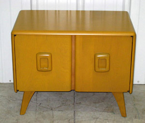 An example from the selection of 17 pieces of Heywood-Wakefield furniture to be auctioned. Image courtesy Cordier.