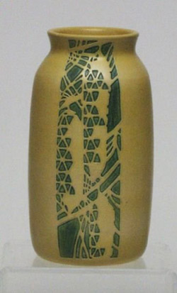 Auction highlights April 22-26 art pottery convention