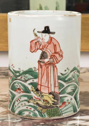 This 5 1/2-inch-high famille vert brush pot from the Qing dynasty may be sleeper. The presale estimate is $250-$350. Image courtesy Millea Bros. Ltd.