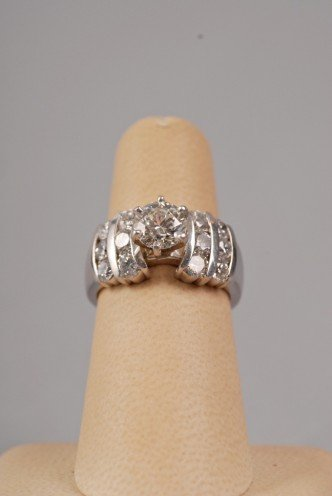 Ladies' platinum ring with 3.24 carats of diamonds, estimate $5,000-$6,000. Image courtesy LiveAuctioneers.com and Stefek's.