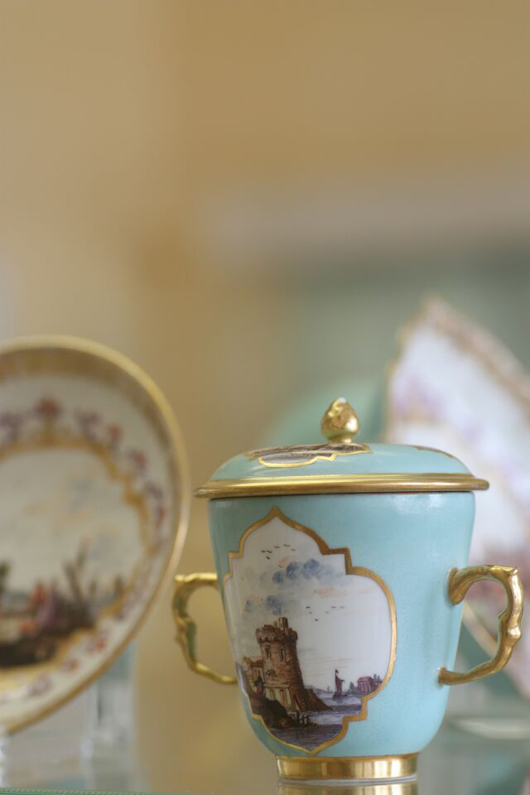 A double-handled, lidded cup with saucer in turquoise glaze, circa 1740 Meissen, from the Hoffmeister Collection. Image courtesy Museum für Kunst und Gewerbe Hamburg.