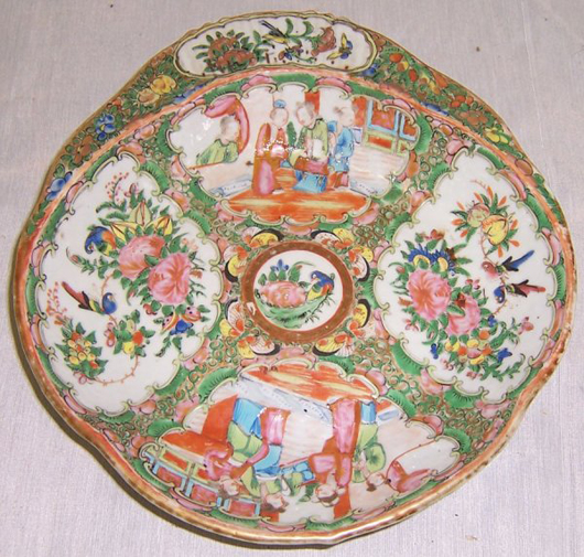 19th-century Rose Mandarin shrimp dish, estimate $500-$600. Image courtesy LiveAuctioneers.com and Langston Auction Gallery.
