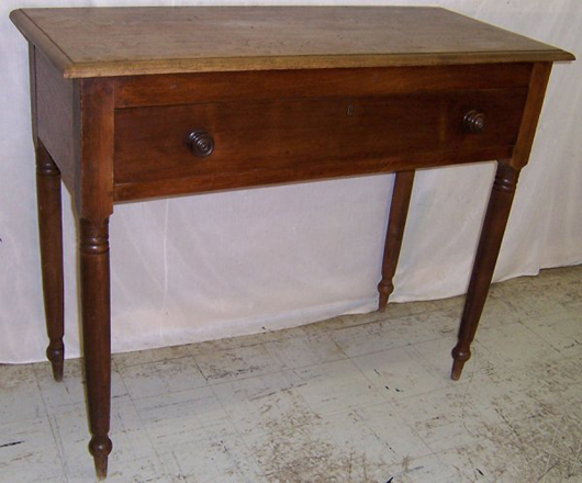Southern walnut one-drawer hunt board, circa 1820, 49 inches wide by 20½ inches deep by 39¾ inches tall, estimate $3,000-$4,500. Image courtesy LiveAuctioneers.com and Langston Auction Gallery.
