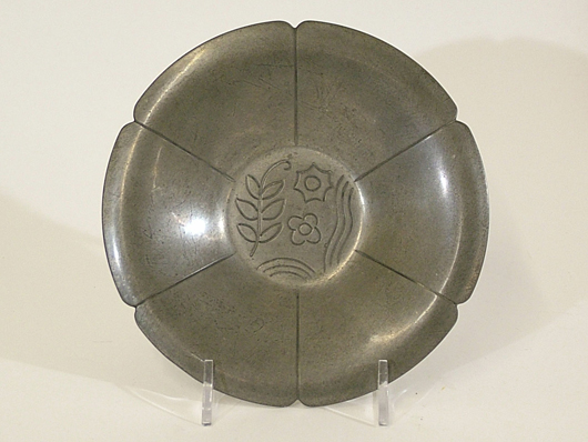 Karl Kipp pewter tray, 5¾ inches in diameter, Tookay Shop mark from period between 1912-1915, after Kipp left Roycroft. Estimate $300-$350. Image courtesy The Antiques Auction Gallery.