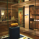 The Cyrus Cylinder in situ at The British Museum. Image by Kaaveh Ahangar. Courtesy Wikimedia Commons.