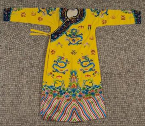 Imperial-style Chinese robe with embroidered silk dragons, to be auctioned by Millea Bros. together with a Japanese silk kimono (not shown). From the Doris Duke Estate. Estimate $300-$500. Image courtesy LiveAuctioneers.com and Millea Bros.