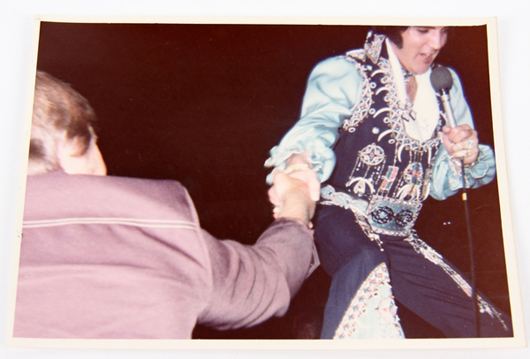 The King looked very regal the night he shook hands with Lloyd Perry, who was in the front row at the Elvis Presley concert July 24, 1975. Image courtesy of Affiliated Auctions.