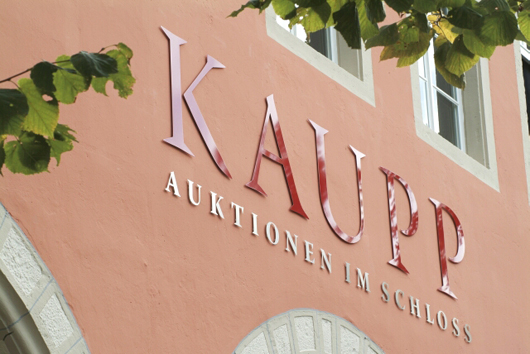 Eingang zum Auktionshaus Kaupp in Sulzburg, Baden-Würtemberg. Foto von Auktionshaus Kaupp.
