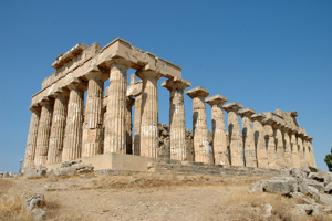 The Getty Museum will present an exhibit focusing on the Greek colonial settlement called Selinunte and its temples. This ruin is the Temple of Hera at Selinunte in Sicily. Image courtesy Wikimedia Commons.