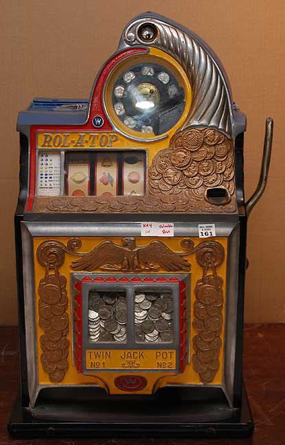 Watling Scale Co., Chicago, produced the popular Rol-A-Top in the 1930s. This nickel slot machine sold for $1,600 plus premium last year. Image courtesy Bill Hood & Sons and LiveAuctioneers archive.