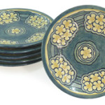 More than 100 years old, this set of six Newcomb College pottery plates is estimated to achieve $4,000-$6,000. Image courtesy Clars Auction Gallery.
