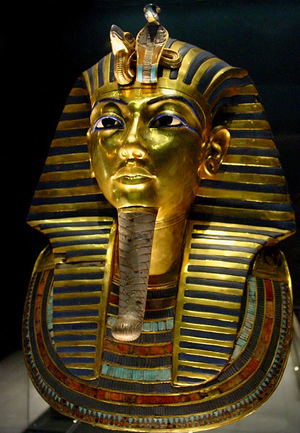 Tuthankamen's famous burial mask, on display in the Egyptian Museum in Cairo, Dec. 7, 2003 photo by Bjorn Christian Torrissen. Wikimedia Commons photo appears courtesy of the photographer through Creative Commons Attribution Share-Alike 3.0 Unported License.