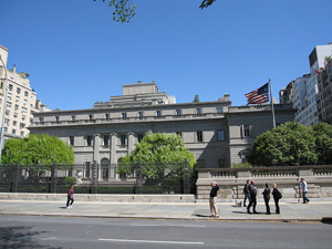 Henry C. Frick House containing the Frick Collection,located at 1 E. 70th Street in New York City. 2010 image by Gryffindor, licensed under Crative Commons Attribution-Share Alike 3.0 Unported License.