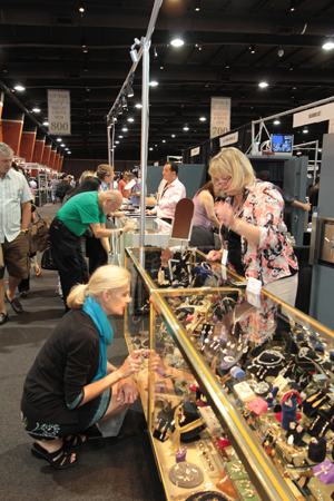 Antique Jewelry Trade Show Reports Uptick