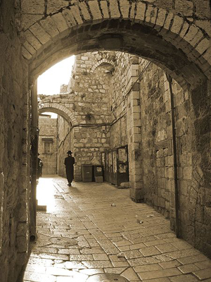View of a walled street in Jerusalem's Old City, 2007 photo taken by nagillum, Creative Commons Attribution 2.0 Generic License.