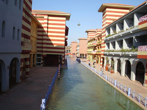 Many hotels in Porto Marina, Egypt overlook Venetian-style canals. Image courtesy TheEgyptian, licensed under the Creative Commons AttributionShareAlike 3.0 License.