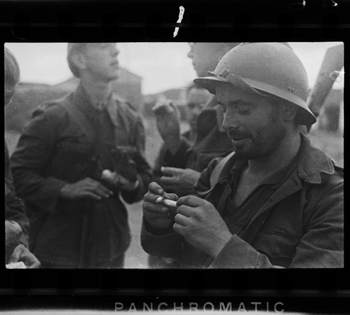 Gerda Taro [Republican soldiers, La Granjuela, Cordoba front, Spain], June 1937. Negative. Copyright International Center of Photography, Collection International Center of Photography.