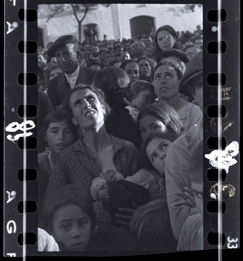 Chim (David Seymour) [Mother nursing a baby while listening to political speech, near Badajoz, Extremadura, Spain], late April – early May 1936. Negative. Copyright Estate of David Seymour / Magnum, International Center of Photography.