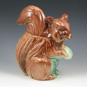 McCoy multicolor Fox Squirrel cookie jar, $4,600. Image courtesy Belhorn Auction Services.