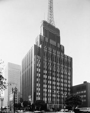 Glazed terra-cotta produced the Richfield Building's unique black and gold color scheme. The gold color was gold dust, pulverized and applied to the terra-cotta in a transparent glazing solution. Image courtesy of Wikimedia Commons.