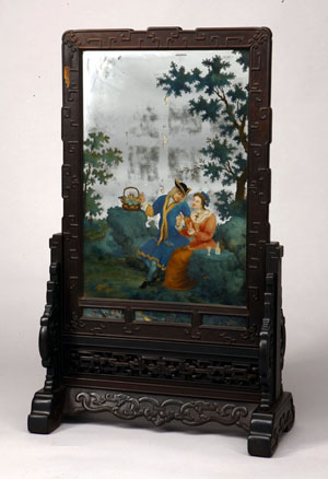 Table screen, from Cuishanglou, zitan wood, glass, silver foil, and paint. Image courtesy of the Metropolitan Museum of Art and the Palace Museum, Beijing.