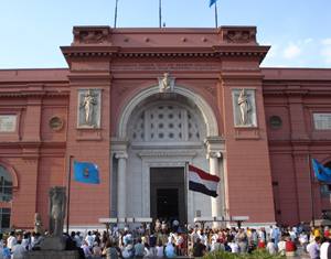 The Egyptian Museum in Cairo was in danger of being looted until troops moved to guard the compound in Cairo. Image by copyright holder Kristoferd, licensed under the Creative Commons Attribution-Share Alike 3.0 Unported.