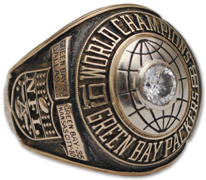 Super Bowl I player's ring belonging to former Green Bay Packers offensive tackle Steve Wright. To be auctioned in May. Image courtesy of Grey Flannel Auctions.