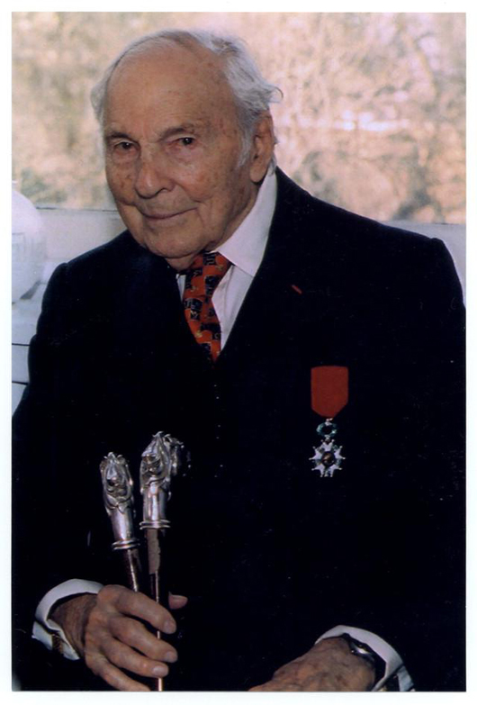 Frank Woodruff Buckles, last surviving U.S. veteran of World War I, age 106, during an interview at the US Library of Congress in 2007. On his jacket, Buckles wore his French Legion of Honor medal. United States Federal Government image.