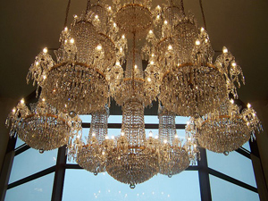 Waterford crystal chandelier. Image courtesy of Wikipedia.