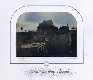 Eine frühe Daguerreotypie Porte Notre Dame von Auguste Rosalie Bisson, 1842, geschätzt auf 60.000 bis 80.000 Euro ($ 86.716 – 115.621) bei WestLicht. Foto mit freundlicher Genehmigung von WestLicht Auktion.