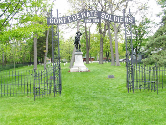 Confederate Prison Cemetery, Johnson's Island, Ohio. Image by Chris Light. This work is licensed under the Creative Commons Attribution-ShareAlike 3.0 License.