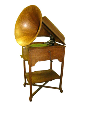 Victor Talking Machine Co. built this School House Victrola in a quartersawed oak case and stand. Auctioneer Bob Courtey estimates the scarce Victrola will sell for between $6,000 and $9,000 at his May 28 auction in Millbury, Mass. Image courtesy LiveAuctioneers Archive and Bob Courtney Auctions.