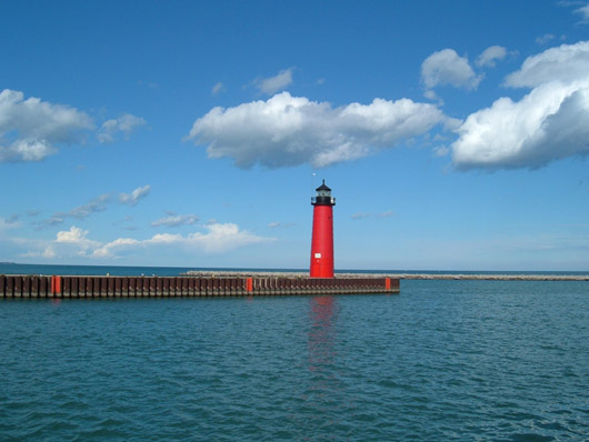 The 50-foot-tall Kenosha (Wis.) North Pierhead Light, which will be offered at auction this year, has no living quarters. Image courtesy of Wikimedia Commons.