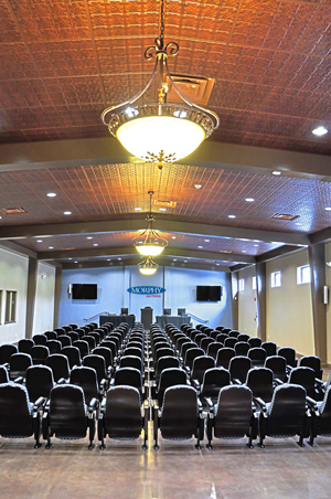 Morphy's new, purpose-built saleroom with theater-style seating, a chandeliered decorative tin ceiling and polished faux-marble floor. Morphy Auctions image.