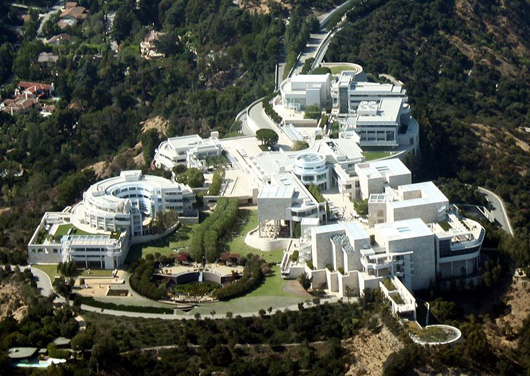 Aerial view of the J. Paul Getty Museum in Los Angeles, California. Photo by Jelson25.