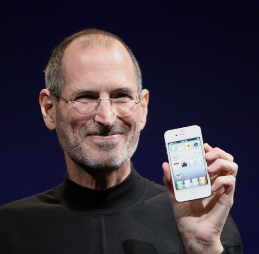 Steve Jobs shows off the white iPhone 4 at the 2010 Worldwide Developers Conference, June 8, 2010. Photo by Matt Yohe, licensed under the Creative Commons Attribution-Share Alike 3.0 Unported license.