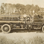 Knox Automobile of Springfield, Mass., manufactured the first modern fire engine in 1905. Image courtesy of Wikimedia Commons.