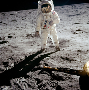 Astronaut Buzz Aldrin on the surface of the moon, photographed by Apollo 11 mission commander Neil Armstrong on July 20, 1969. Image courtesy of Wikimedia Commons.
