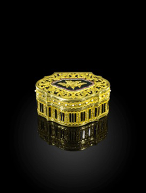 This Qing Dynasty Imperial gold box, looted by a British officer from the Summer Palace in Beijing in 1860, was estimated to make £50,000-80,000 at Woolley & Wallis in Salisbury, but went on to sell to an Asian buyer for a hammer price of £400,000 ($630,535) on Nov. 16. Image courtesy of Woolley & Wallis.