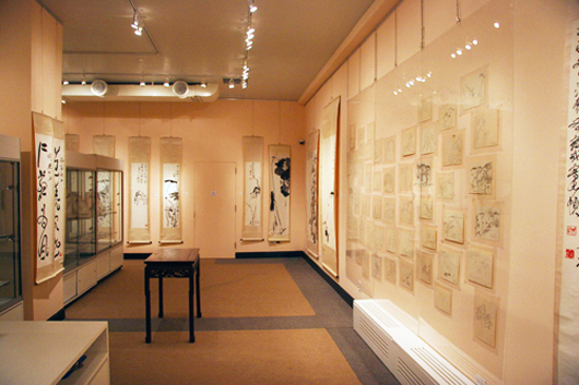 A view of the serene interior of Kong Kong Auction Gallery. Image courtesy of Hong Kong Auction Gallery.
