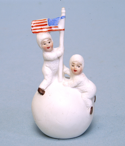 The race to the North Pole was big news in the first decade of the 20th century. Snow babies plant the flag in this collectible made in Germany for the American market – auction price $330. Courtesy LiveAuctioneers.com Archive and Bertoia Auctions.