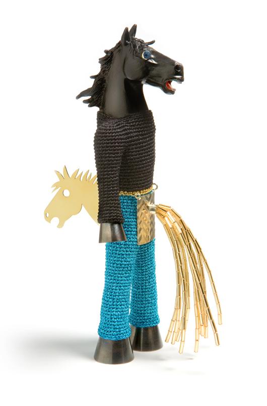 Felieke van Der Leest, Crazy Horse Brooch, textile, silver, gold, plastic, Charon Kransen Arts