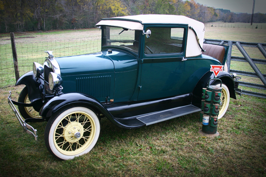 Roy Gay's 1929 emerald green Model A with camel upholstery and rumble seat. A&S image.