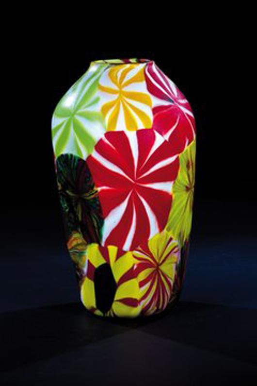 Diese farbenfrohe 1955 Murano Vase, Pollio Perelda (Entwurf), Fratelli Toso, brachte 12.500 Euro bei Dr. Fischer Kunstauktionen, europäisches Glas und Studio Glas Auktion im Oktober 2011. Ihr nächster Verkauf findet am 17. März statt. Foto mit freundlicher Genehmigung von Dr. Fischr Kunstauktionen.