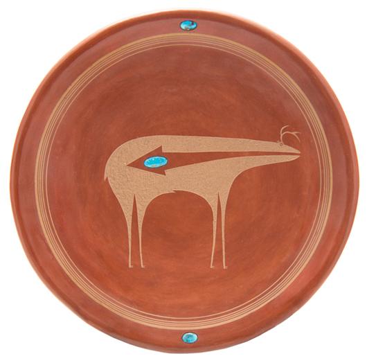 San IIdefonso Pueblo plate by Tony Da. Estimate: $12,000-$15,000. Image courtesy Leslie Hindman Auctioneers.