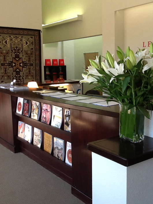 Visitors to Leslie Hindman's Denver gallery enter a stylish reception area with fresh flowers, and attentive staff on hand. Image courtesy of Leslie Hindman Auctioneers.