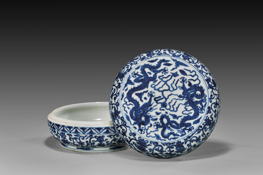 16th-century Chinese Ming Dynasty Wanli round box with domed cover $54,900. I.M. Chait image.