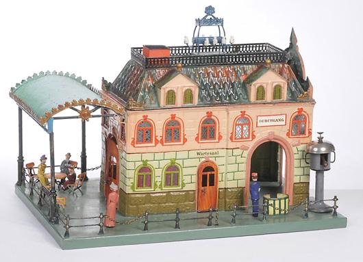 This detailed Märklin train station brought 15,000 euros ($19,620) at the last Antico Mondo auction. Photo courtesy Antico Mondo.